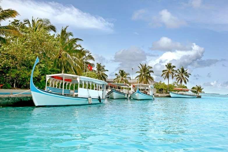 Passeio de barco pelas praias paradisíacas com almoço: R$600,00